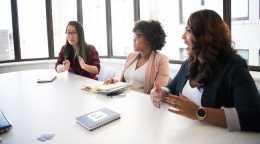 女性が学術界で活躍するために必要な変化とは?5名の女性研究者の声