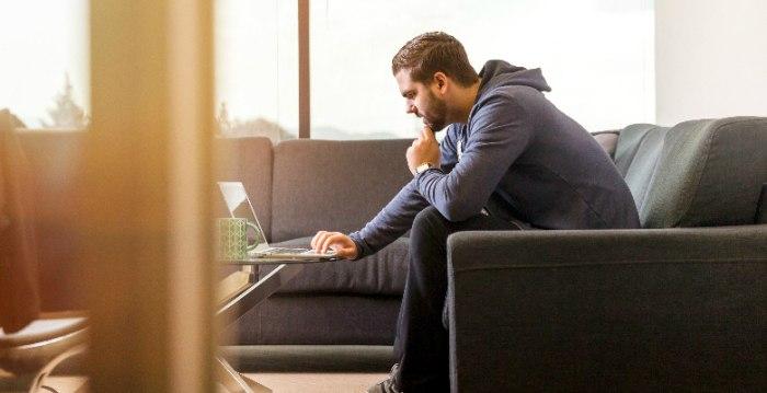 オンライン投稿システムで原稿を追跡する