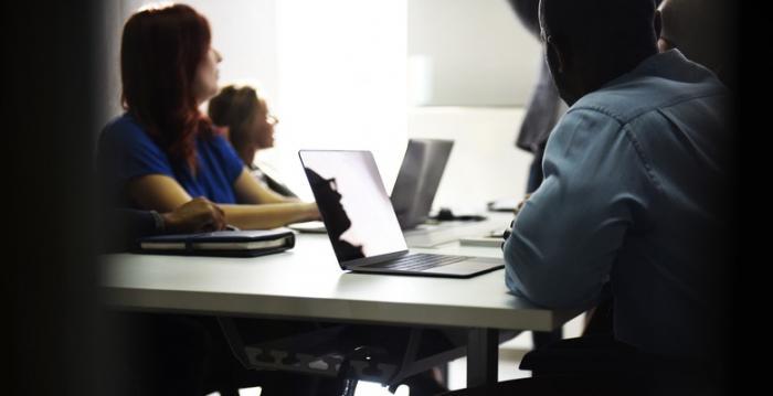 マイペースで進められる学習プログラム – 論文執筆短期集中コース